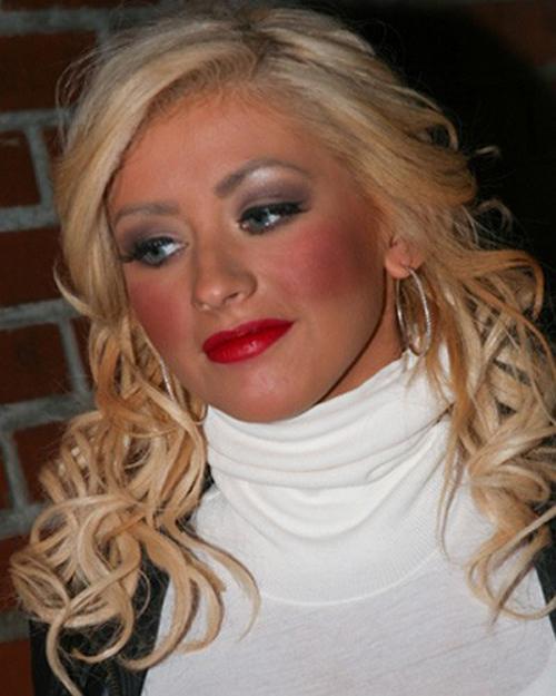 piores-erros-de-maquiagem-excesso-de-blush-christina-aguilera-blush